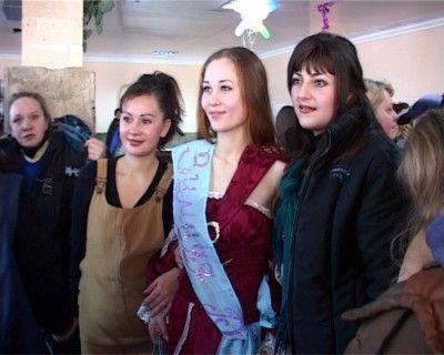 """в женской колонии Мариуполя состоялся конкурс красоты  """"Зимняя роза Приазовья """"-2009."""
