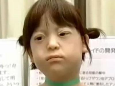 Робот Replee R-1 - пятилетняя девочка