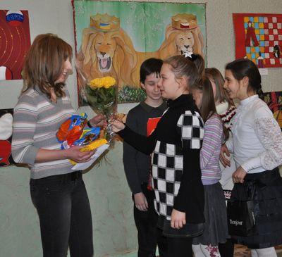 Виктории Васильевой дети передали деньги и корм для животных