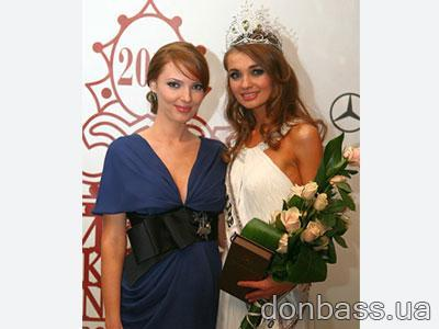 Александра Николаенко с удовольствием демонстрировала свой округлившийся животик, а Анна Пославская - бриллиантовую корону.
