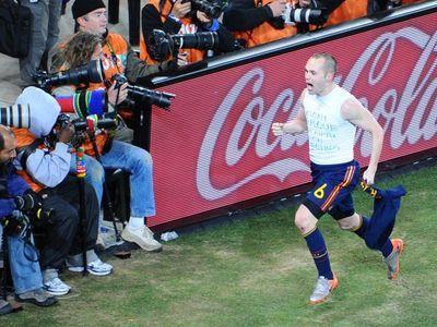 Иньеста посвятил финальный гол умершему другу-футболисту