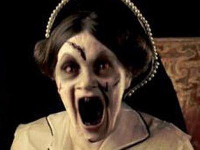В Великобритании запретили рекламу с королевой-зомби