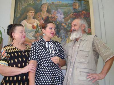 Наталья Ивановна, Елена и Владимир Владимирович на фоне самих себя, нарисованных главой семейства.