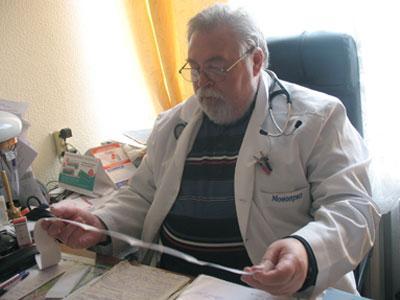Важно регулярно делать кардиограмму, проверять уровень холестерина, контролировать давление, считает главный кардиолог Донецка Владимир Беккер.