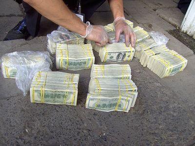 """Валютный улов на границе. В дверцах """"Лексуса"""" обнаружили почти 2 миллиона долларов! (ФОТО)"""