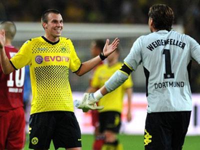 Счет голам пятерки топ-чемпионатов в сезоне 2011/12 открыл форвард дортмундской «Боруссии» Кевин Гросскройтц.