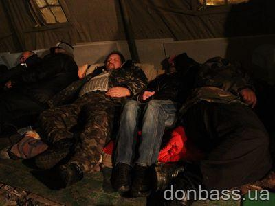 У многих чернобыльцев после многодневной голодовки нет сил даже сидеть.