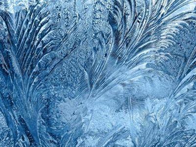 В Снежном женщина замерзла в неотапливаемом доме, а ребенок обморозил руки