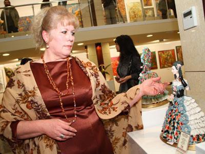 Татьяна Жукова и гостья из ХIХ века - мадам Татьяна с гравюры Германа Герсона.