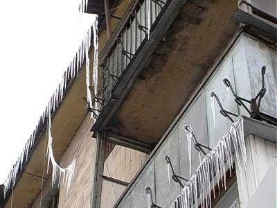 Мариупольские коммунальщики опасаются падения сосулек
