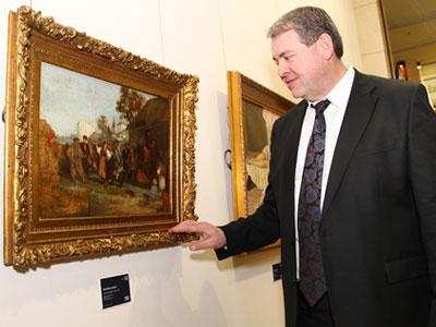 Николай Антонович гордится тем, что в представленной коллекции много уникальных полотен. А самое ценное из них - «Сельский праздник» Прянишникова.