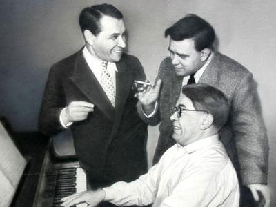 Исполнитель многих песен Соловьева-Седого Марк Бернес, руководитель оркестра Виктор Кнушевицкий и собственно Василий Павлович.