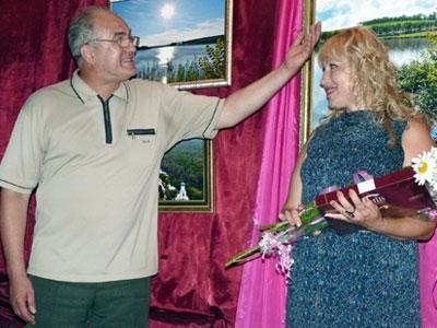 Солист ансамбля десантников «Белые купола» Олег Сокольвак, исполнив песню, посвященную Ольге Епишиной, назвал ее «фотографиней» и сказал: «На этой голове должна быть корона!».