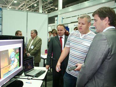 Изобретение анимационной студии «Тунгуру» произвело на Андрея Шишацкого такое впечатление, что он завел разговор о сотрудничестве с ее руководителем Владимиром Лыковым.