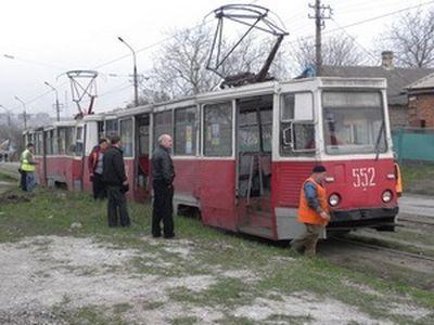 Среди бела дня неизвестные расстреляли трамвай