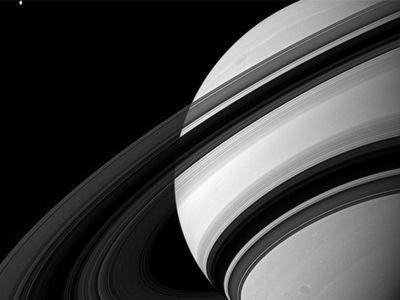 NASA показало потрясающие фотографии Сатурна (ФОТО)