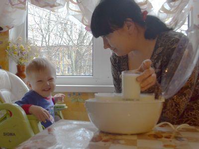 Ольга Легейда предпочитает сама готовить йогурты для сыночка Кирюши.