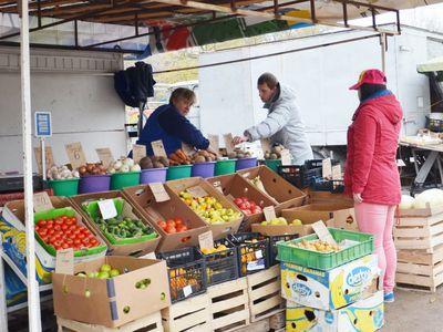 """Овощей на рынке много! Но цены на """"борщевой набор"""" уже завтра могут поползти вверх."""