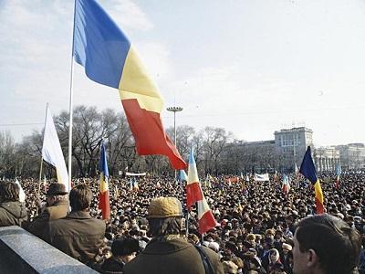 Площадь Великого Национального Собрания наводнили сторонники евроинтеграции.