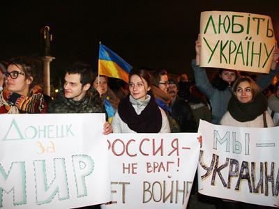 В центре Донецка собралось около 15 тысяч людей