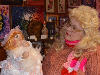 Любовь Касьяник верит: её куклы приносят удачу.
