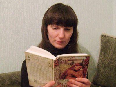 """Наталья Коцюба читает """"Мадонну Миндаля"""" Марины Фьорато, в которой судьба влюблённых решается в Италии начала XVI века."""