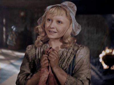 В роли Золушки она, мама двоих детей, была прекрасна.