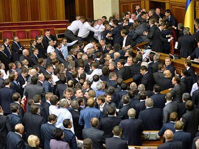 Вместе с народом: нардепы еще не получили зарплату за апрель