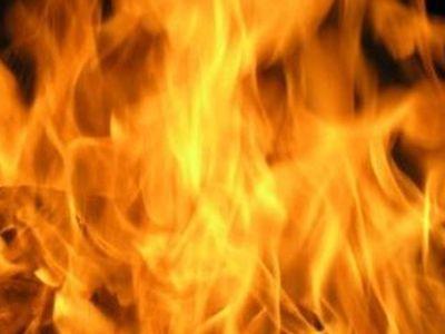 В Донецке после обстрела вспыхнул пожар