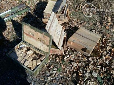Недалеко от трассы Мариуполь - Донецк обнаружен крупный тайник с боеприпасами