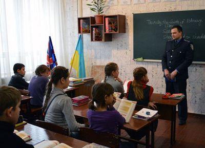 """В """"красной зоне"""" Донетчины - 63 населенных пункта, 37 школ, более 21,5 тысячи детей"""