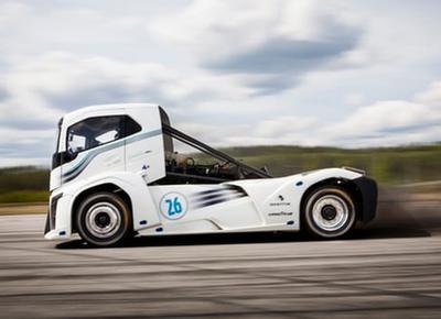 Грузовик Volvo установил двойной мировой рекорд скорости (ВИДЕО)