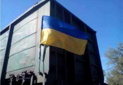 В Луганск приехал поезд с украинским флагом на вагоне