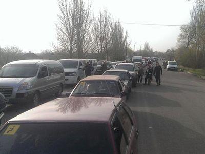 Воскресное утро у донбасских КПВВ встретили более 600 авто
