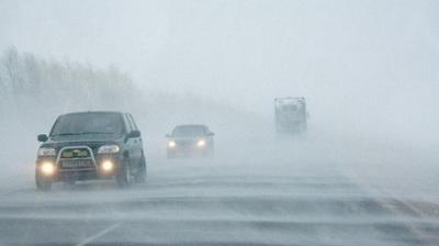 Из-за непогоды в пробках стоят около 350-400 автомобилей в трех областях Украины