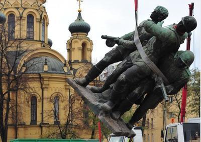"""В Польше передумали сносить """"символы тоталитаризма"""""""