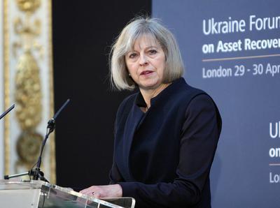 Британский премьер намерена вместе с Францией продолжить давление на Россию из-за войны на Донбассе