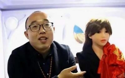Китайский инженер женился на роботе