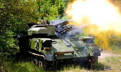 """Испытание обновленного украинского оружия: гроза террористов ЗСУ-23-4 """"Шилка"""" делает 3400 выстрелов в минуту и эффектно поражает наземные цели боевиков. ВИДЕО"""