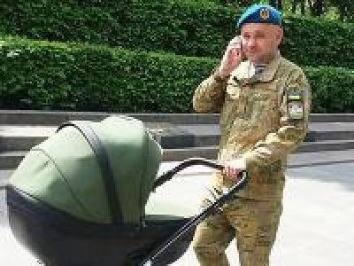 «Я предупредил командиров: когда подойдет наша с женой очередь в клинике, отправляюсь делать ребенка»