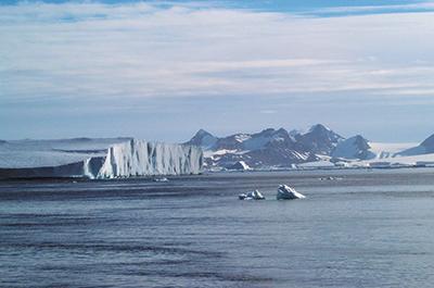 Ученые обнаружили подо льдами Антарктиды 91 вулкан
