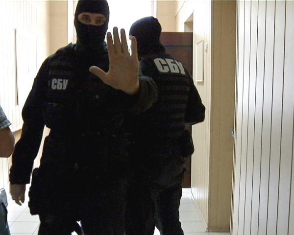 """СБУ """"вычислила"""" среди своих """"агента ФСБ"""": сотрудница ведомства """"сливала"""" информацию российским спецслужбам - стали известны шокирующие подробности"""