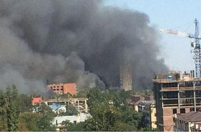 В Ростове-на-Дону масштабный пожар: пылают десятки жилых домов, идет эвакуация жителей.