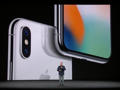 Apple презентовала три новых смартфона