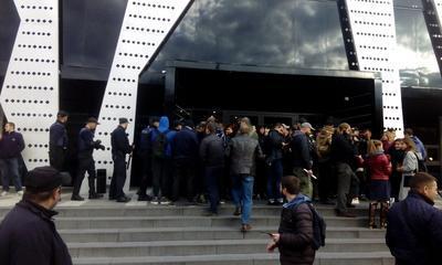 Во Львове активисты-радикалы сорвали концерт певца Сергея Бабкина