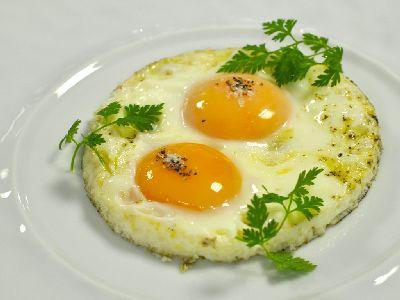 Врачи объяснили, почему яичница на завтрак может быть вредной для здоровья