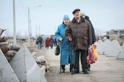 """""""Это не Сирия, а Луганская область! И хуже всего, что этот мрак становится обыденностью"""" – Сеть взорвали кадры с КПП """"Станица Луганская"""""""