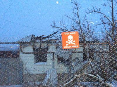 Магазин с нехитрым скарбом, смертоносные растяжки и мечты о мире: чем живет освобожденная Катериновка