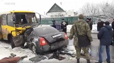 ДТП в Мариуполе: маршрутка протаранила легковушку, погиб один человек
