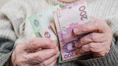 Сколько украинцев получают пенсии свыше 10 000 и 20 000 гривень